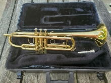 BACH OMEGA TRUMPET GOOD SHAPE WITH CASE